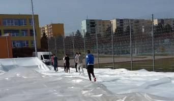 Demontáž nafukovací haly (foto: SK Líšeň)