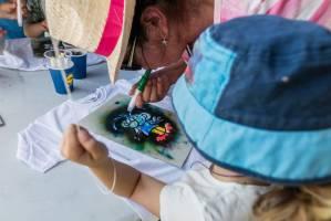 Malování na trička  (zdroj: Lidl Česká republika)